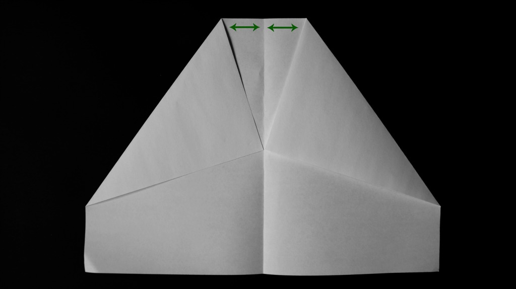 The Top Of Each Fold Will Start A Small Way Out From Middle Crease There Be Around Width Three Or Four Fingers Space On Either Side